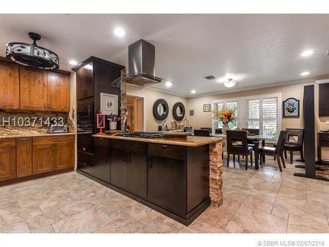9313 Palomino Dr, Lake Worth, FL 33467 (MLS #H10371433) :: Green Realty Properties