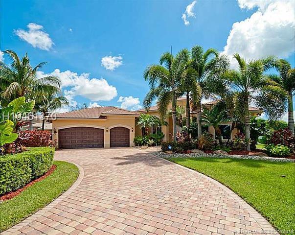 3448 Bradenham Ln, Davie, FL 33328 (MLS #H10461370) :: Green Realty Properties
