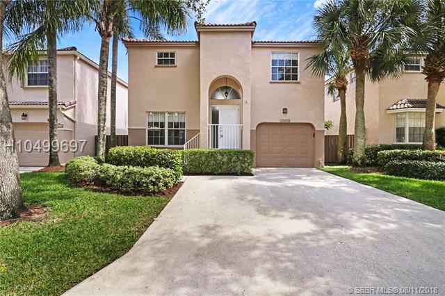 10820 12th Pl, Plantation, FL 33322 (MLS #H10499697) :: Green Realty Properties