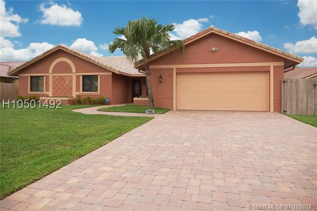 15061 Featherstone Way, Davie, FL 33331 (MLS #H10501492) :: Green Realty Properties