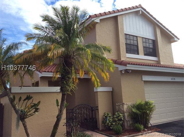 6228 181st Ter, Miami Lakes, FL 33015 (MLS #H10377746) :: Green Realty Properties