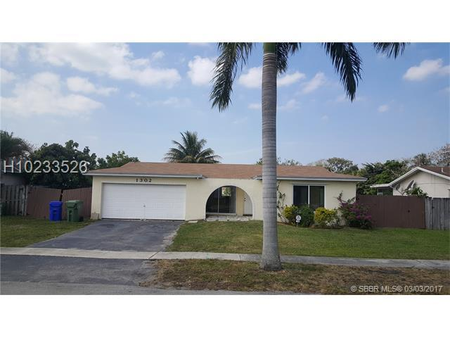 1302 NW 89th Ter, Pembroke Pines, FL 33024 (MLS #H10233526) :: Green Realty Properties