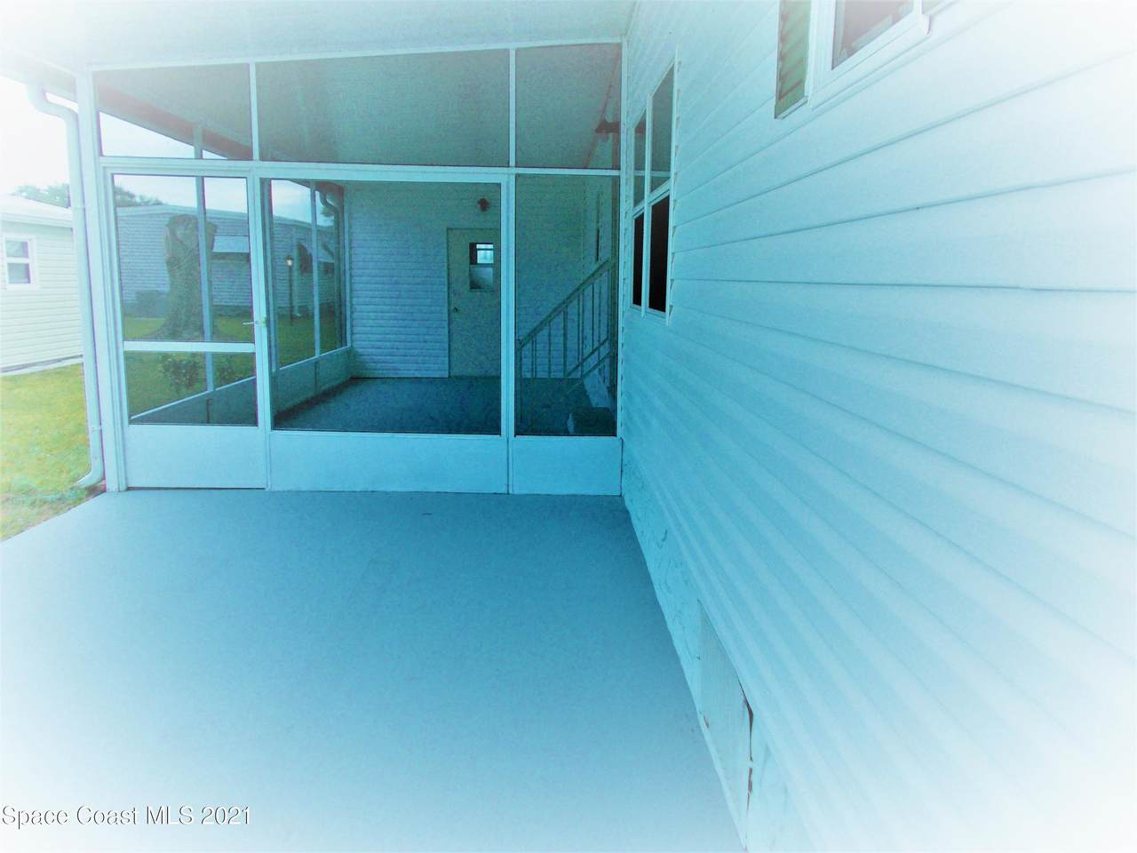 806 Silverthorn Court - Photo 1