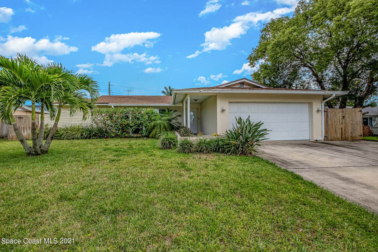 4055 Lakeview Hills Avenue - Photo 1