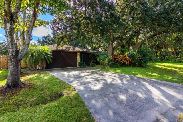 963 Pembroke Avenue NE, Palm Bay, FL 32907 (MLS #829633) :: Pamela Myers Realty