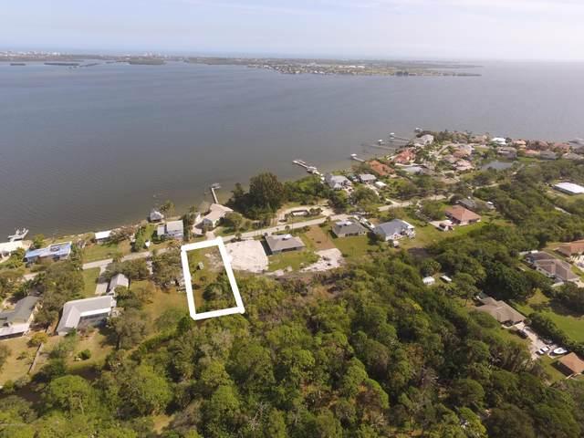 1745 S Banana River Drive, Merritt Island, FL 32952 (MLS #868512) :: Premium Properties Real Estate Services