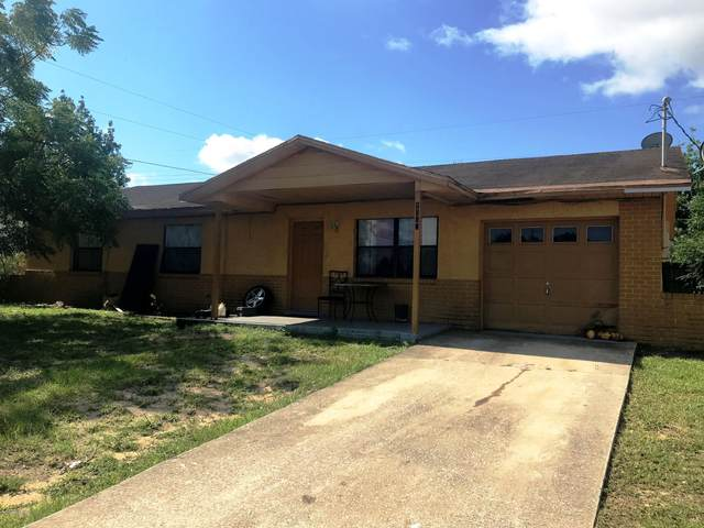 1565 Country Club Boulevard, Titusville, FL 32780 (MLS #878081) :: Blue Marlin Real Estate