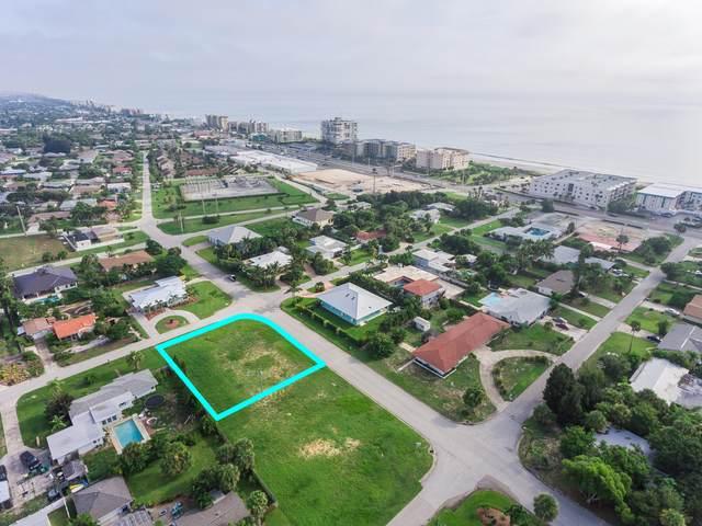 504 N Shannon Avenue, Indialantic, FL 32903 (MLS #879181) :: Blue Marlin Real Estate