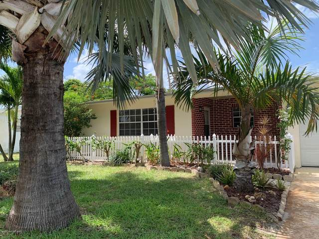 450 Cassia Boulevard, Satellite Beach, FL 32937 (MLS #879230) :: Armel Real Estate