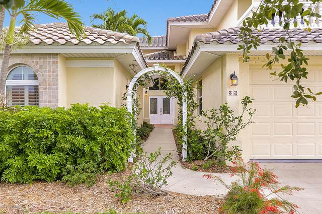 52 Country Club Road, Cocoa Beach, FL 32931 (MLS #879966) :: Blue Marlin Real Estate