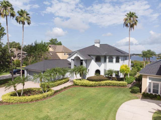 1661 Edgewater Drive, Mount Dora, FL 32757 (MLS #881993) :: Premium Properties Real Estate Services