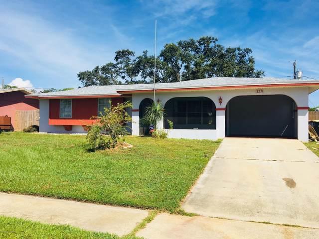 3271 NE Galleon Avenue NE, Palm Bay, FL 32905 (MLS #882042) :: Blue Marlin Real Estate