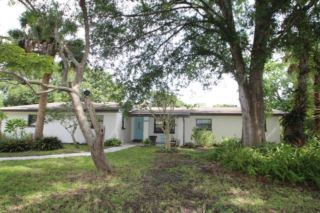 4390 Lakeglen Drive, Melbourne, FL 32934 (MLS #882355) :: Premium Properties Real Estate Services