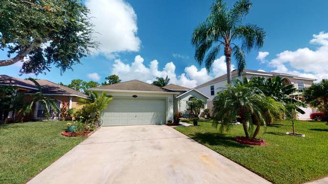 746 Peachtree Street, Titusville, FL 32780 (MLS #885066) :: Blue Marlin Real Estate