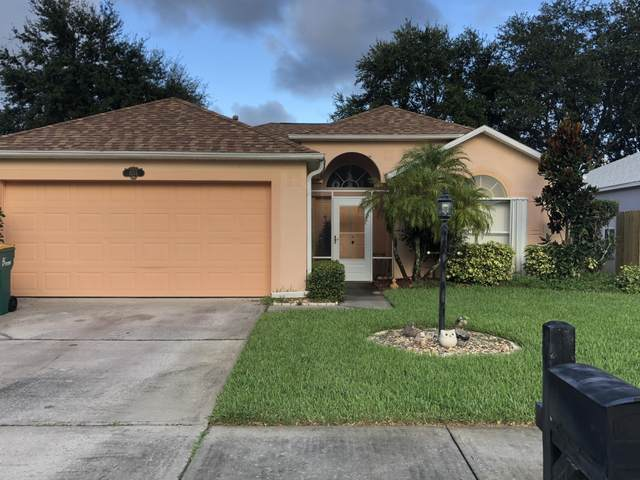 1555 Vista Lake Circle, Melbourne, FL 32904 (MLS #885268) :: Premium Properties Real Estate Services