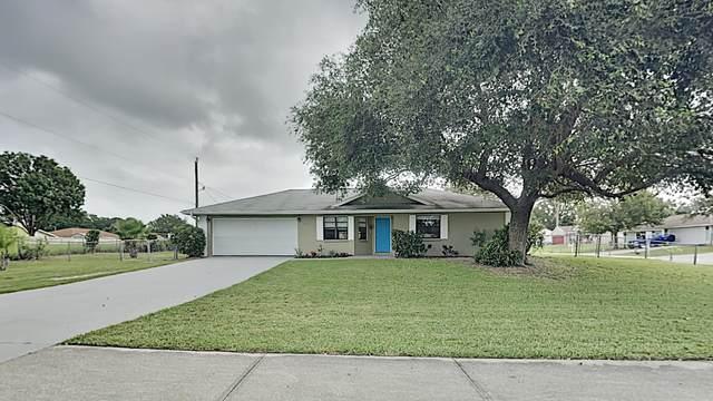 623 Jupiter Boulevard NW, Palm Bay, FL 32907 (MLS #886206) :: Blue Marlin Real Estate
