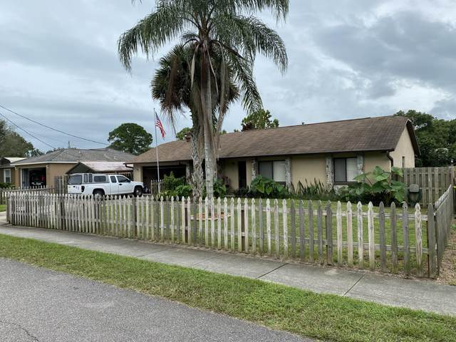 5221 Carrick Road, Cocoa, FL 32927 (MLS #887079) :: Coldwell Banker Realty