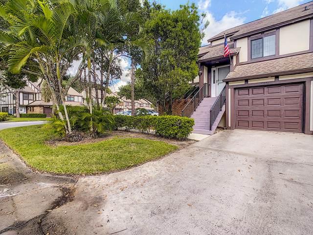 890 Greenwood Manor Circle, Melbourne, FL 32904 (MLS #888043) :: Premium Properties Real Estate Services