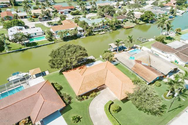 162 Bimini Road, Cocoa Beach, FL 32931 (MLS #888534) :: Premium Properties Real Estate Services