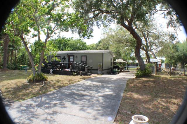 4092 Fountain Palm Road, Cocoa, FL 32926 (MLS #901104) :: Engel & Voelkers Melbourne Central