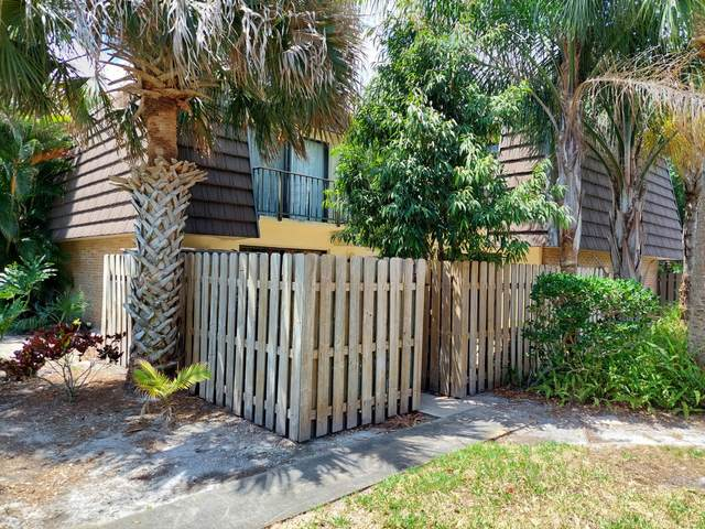1016 Vista Oaks Circle NE, Palm Bay, FL 32905 (MLS #903266) :: Blue Marlin Real Estate