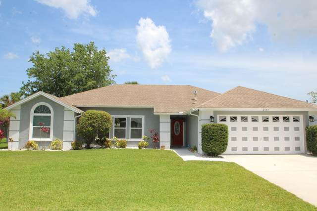 2783 Kingdom Avenue, Melbourne, FL 32934 (MLS #903802) :: Premium Properties Real Estate Services