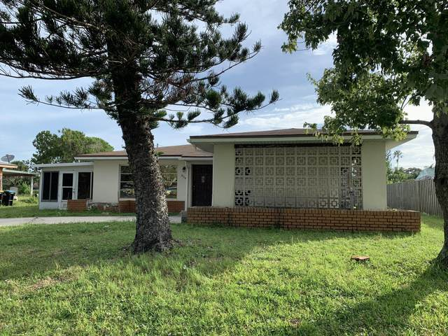 854 Angle Street NE, Palm Bay, FL 32905 (MLS #876492) :: Blue Marlin Real Estate