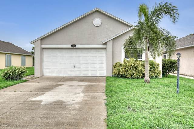 2054 Majestic Pine Court NE, Palm Bay, FL 32905 (MLS #880649) :: Blue Marlin Real Estate