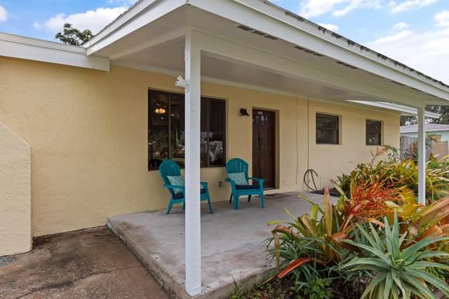 2909 Emory Street, Melbourne, FL 32901 (MLS #888552) :: Premium Properties Real Estate Services