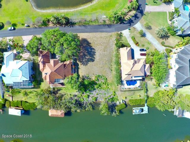 280 Lanternback Island Drive, Satellite Beach, FL 32937 (MLS #804393) :: Better Homes and Gardens Real Estate Star