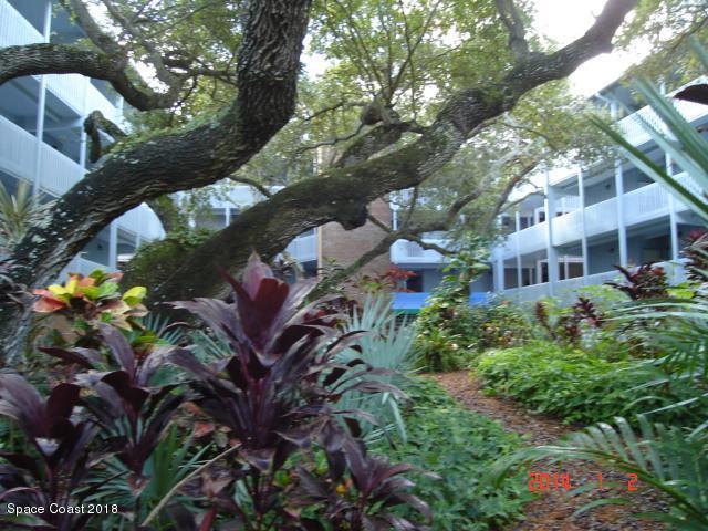 240 Hammock Shore Drive #301, Melbourne Beach, FL 32951 (MLS #834667) :: Platinum Group / Keller Williams Realty