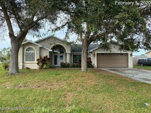 101 Inez Street SE, Palm Bay, FL 32909 (MLS #869346) :: Premier Home Experts