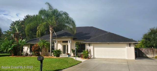 930 NE Sierra Place NE, Palm Bay, FL 32907 (MLS #888680) :: Premium Properties Real Estate Services