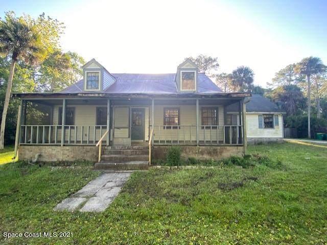 7595 Turkey Point Drive, Titusville, FL 32780 (MLS #899426) :: Premium Properties Real Estate Services