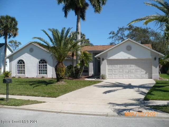 1800 Woodberry Circle, Melbourne, FL 32935 (MLS #899637) :: Premium Properties Real Estate Services