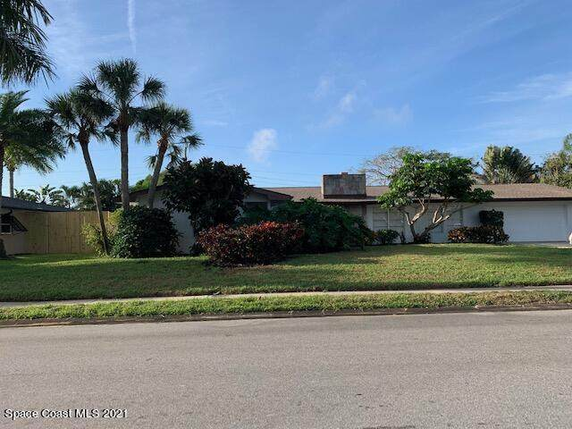 567 Pine Tree Drive, Indialantic, FL 32903 (MLS #903960) :: Premium Properties Real Estate Services