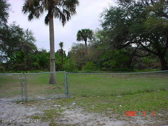 141 West Court, Melbourne, FL 32904 (MLS #904486) :: Premium Properties Real Estate Services