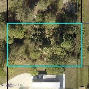 8146 105th Avenue, Vero Beach, FL 32967 (MLS #916279) :: Premium Properties Real Estate Services