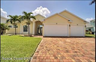 1036 S Brevard Avenue S, Cocoa Beach, FL 32931 (MLS #821114) :: Better Homes and Gardens Real Estate Star