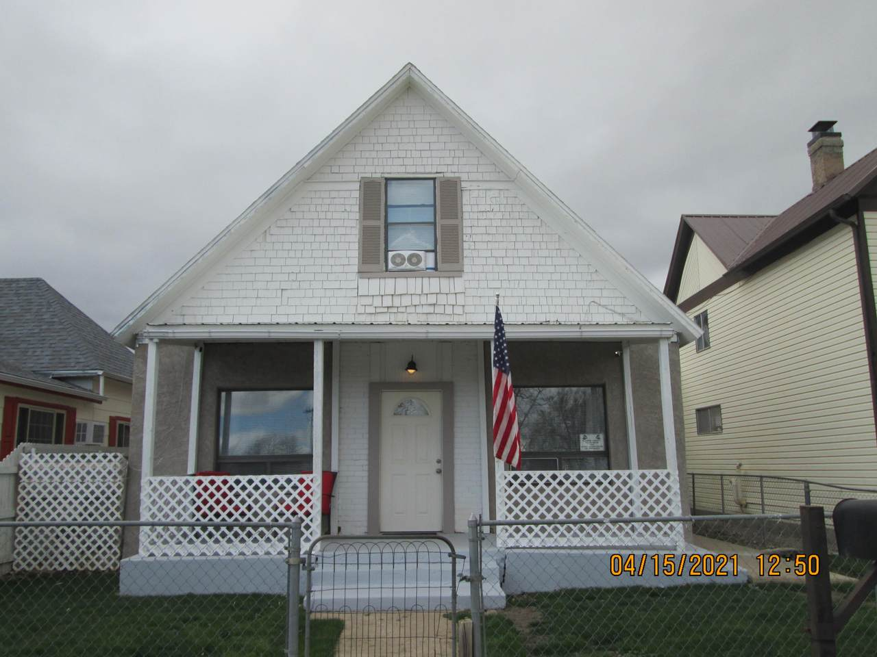 629 Linden Ave - Photo 1