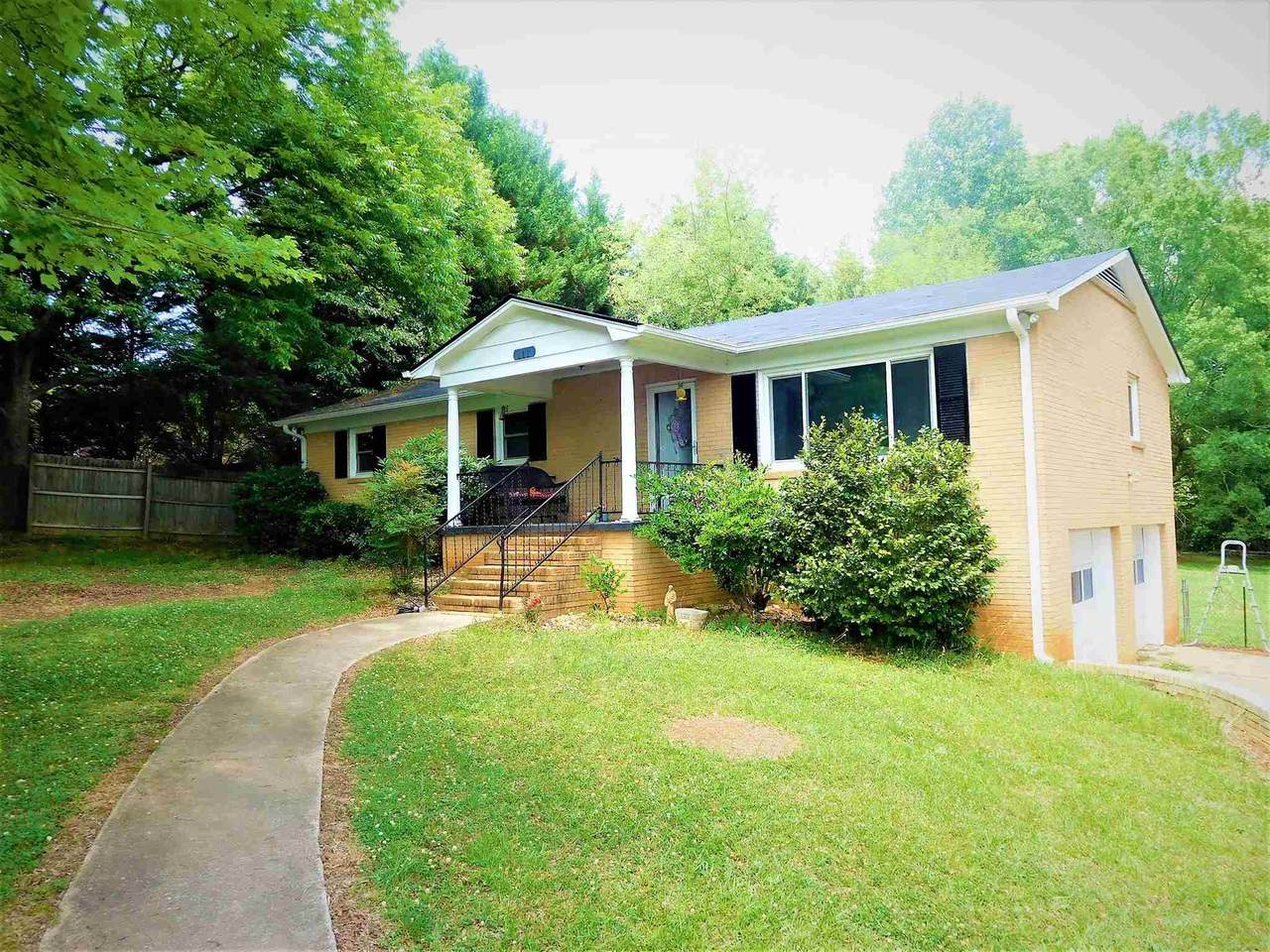 111 Country Club Drive - Photo 1