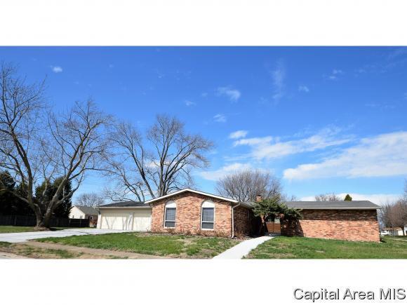 3 Heritage Drive, Springfield, IL 62711 (MLS #171614) :: Killebrew & Co Real Estate Team