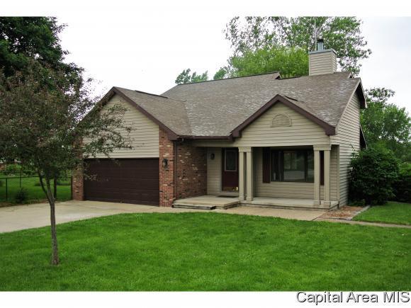 10 Valevue Acres Drive, Jacksonville, IL 62650 (MLS #173324) :: Killebrew & Co Real Estate Team