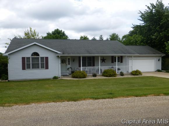 19243 White Pine Ln, Petersburg, IL 62675 (MLS #174485) :: Killebrew & Co Real Estate Team