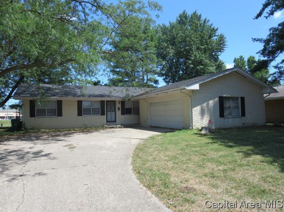 2235 Lynnhaven Dr, Springfield, IL 62704 (MLS #174654) :: Killebrew & Co Real Estate Team
