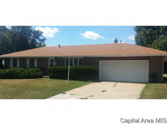 11 Forest Park W, Jacksonville, IL 62650 (MLS #175300) :: Killebrew & Co Real Estate Team
