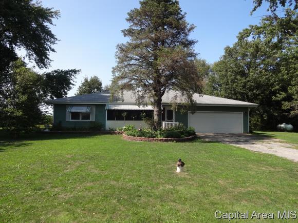 8481 E Main St, Williamsville, IL 62693 (MLS #175349) :: Killebrew & Co Real Estate Team
