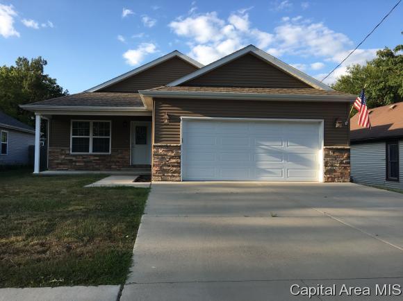 615 E Menard St, Riverton, IL 62561 (MLS #176040) :: Killebrew & Co Real Estate Team