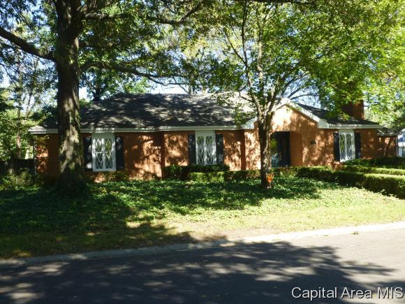 701 Trenton Dr, Sherman, IL 62684 (MLS #176950) :: Killebrew & Co Real Estate Team