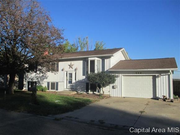 908 Coronado W, Jacksonville, IL 62650 (MLS #176960) :: Killebrew & Co Real Estate Team